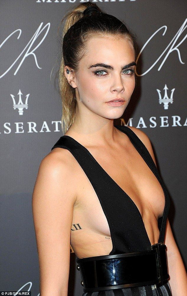 Side boob cleavage