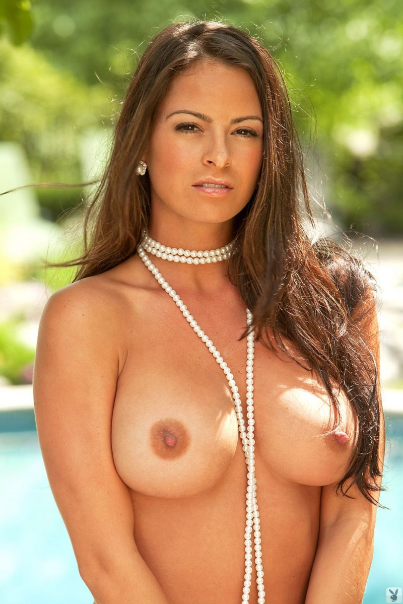 Naked women with pearls