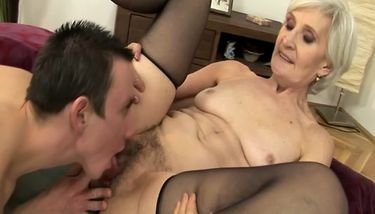 Mature hairy cock sucker pussy eater